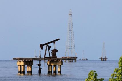 Giá dầu tăng vọt vì căng thẳng tại Trung Đông